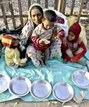 reu-familia-calles-india-hambre-ninos.jpg