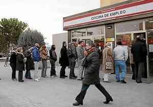 La mitad de los parados no cree hallar empleo en el 2011