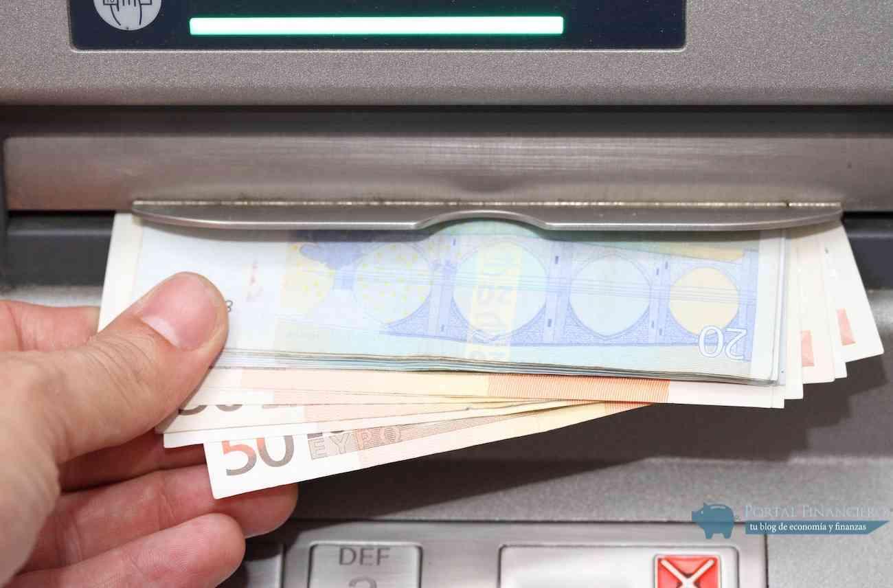 retirada de efectivo en cajero automatico
