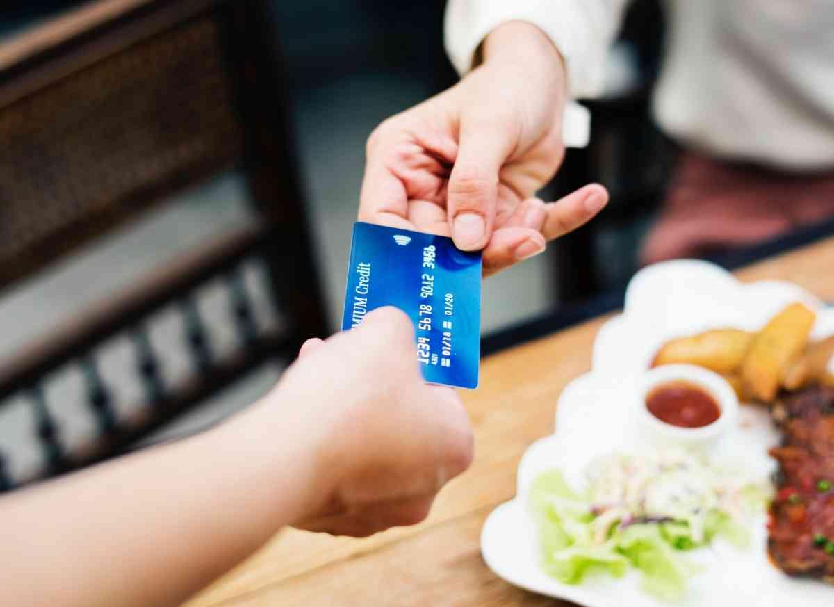 pagar con tarjeta de debito